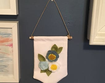 Felt Flower penant wall hanging // banner // nursery decor // wall decor // floral wall hanging