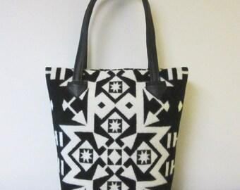 Tote Bag Bucket Bag Purse Wool Black Leather 5 Pockets Native American Print Wool from Pendleton Oregon