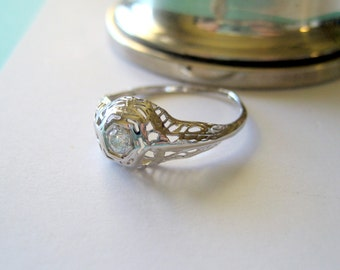 Art Deco 18kt White Gold and 0.11 Carat Diamond Filigree Engagement Ring