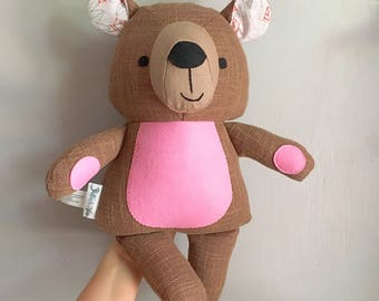 Decorative teddy bear doll in pink./ Peluche décorative ourson en rose