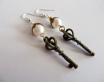 Key Earrings With Freshwater Pearl