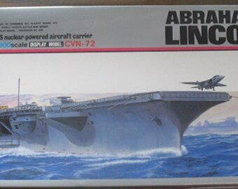 USS Abraham Lincoln Nuclear-Powered Aircraft Carrier Plastic Model Kit 1/800 Scale Made in Japan