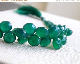 Final 51% off Sale Green Onyx Gemstone Briolette Faceted Heart Emerald Green 8 to 8.5mm 1/2 23 beads