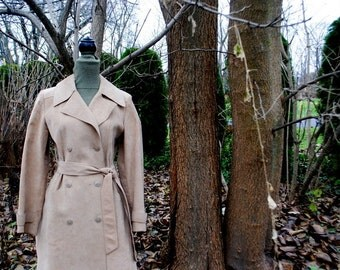 Luxurious vintage 70s beige ultra suede , double breasted coat. Made by Gino Rossi. Size Medium.