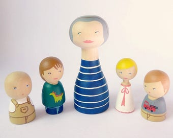 Wood Peg of 5 Portrait Dolls Aunt with nephews and niece - FREE SHIPPING Personalized - Wooden hand painted uncle
