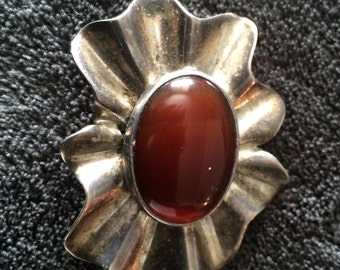 Vintage Taxco Mexican sterling brooch with an agate