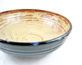 Handmade pottery serving bowl in color sunrise / black - In stock