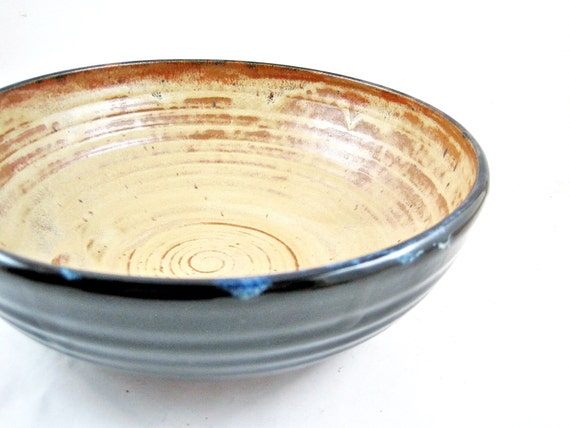 Handmade pottery serving bowl in color sunrise / black - In stock