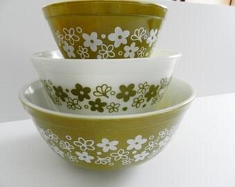 Pyrex Spring Blossom Bowls, Pyrex Avacado Bowl Set, 1970s Pyrex Nesting Bowl Set, Pyrex Mixing Bowls