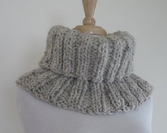 Knit Cowl, Chunky Ribbed Pattern Cowl, Infinity Scarf, Soft Warm Neck Warmer, Textured Cowl in Oatmeal - Gift for Her