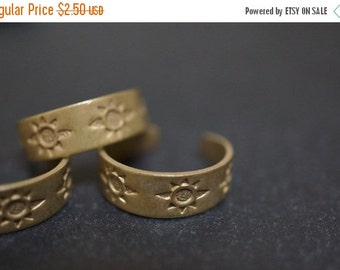 DECEMBER SALE Antique Bronze Adjustable Toe Ring Blanks with Sun Patterns - 4 pcs