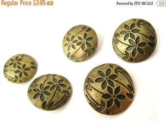 ON SALE 5 Antique bronze Shank Sewing Buttons Carved Flowers 17mm  (BM103)