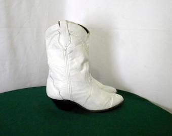 Sz 7.5 Vintage short White leather 1980s Women cowboy boots.