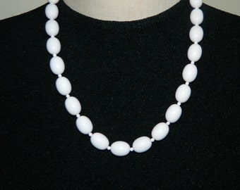 80s White Necklace Plastic Beads
