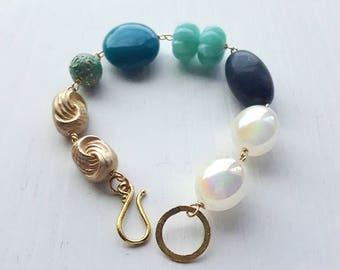 casablanca harbor bracelet - vintage lucite and brass - teal gold aqua white verdigris