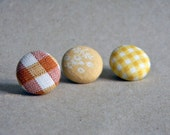 Lapel button. Men lapel pin. Round boutonniere. Floral lapel pin - Gingham - Checks - Yellow - Burnt orange