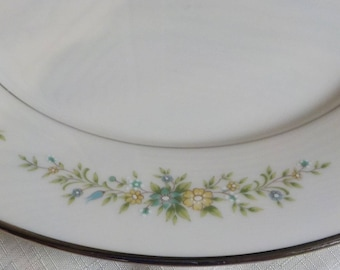 Set of 4 Dinner Plates- NORITAKE - China - Christina - Great Condition - Charming - Shabby Cottage