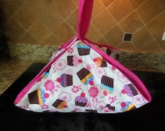 Insulated Reversible Casserole Carrier Hostess Gift  Quilted, Cupcakes