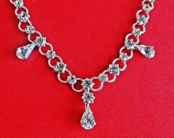 "Vintage art deco style 15.6"" silver tone necklace with sparkly  rhinestones in great condition, appears unworn"