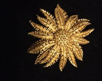 Signed Vintage  CORO TEXTURED STARBURST sunburst flower floral gold tone brooch pin