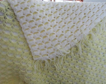Reversible yellow and white baby afghan