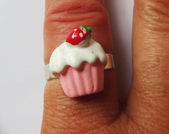 Cupcake with strawberry adjustable ring