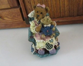 Mommy Bear & Cub in Rocking Chair Music Box – Plays Rock a Bye Baby – Vintage Music Box – Heavy Resin Collectible Music Box