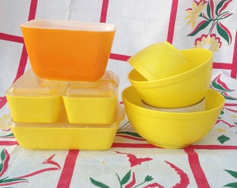 Vintage rare hard to find Banner plastic toy Pyrex all yellow mixing bowl set and fridgies set. Toy kitchen.