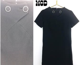 Nice Vintage 60s Simple Mod Black Shift Dress with Sassy Buttons!