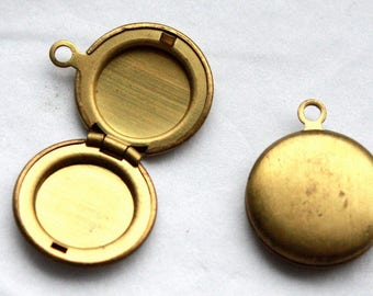 Vintage 1950s Small Locket // Mini Round Antique Brass Locket // New Old Stock Jewelry Supply