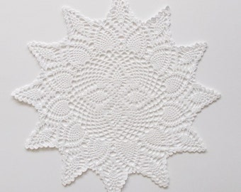 White Doily Crochet Cotton Lace with Pineapple Center and Scalloped Pineapple Edge Heirloom Quality