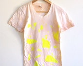Peach T-shirt in Neon Yellow Triangle Print