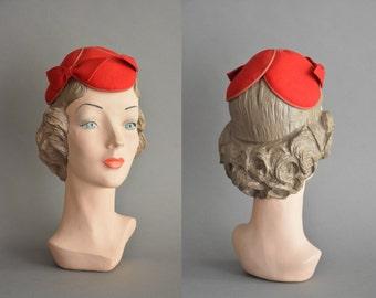 vintage 1950s dress / 50s red bow fascinator vintage topper hat