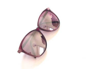 1980s Ladies Sunglasses, Vintage Glasses Have Non-Prescription Mirrored Lenses and Purple Plastic Frames