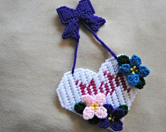 Plastic Canvas Refrigerator Magnet Mom Heart Flowers and Bow