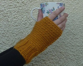 FINGERLESS mitts / texting mitts / gloves. Wool blend . 'Amber Glow' .( Ladies, small)  ....ready to ship...UK seller......