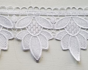 Venice lace in white flower for bridal, couture, apparel, home decor,  table cloths and embellishments 30  yards wholesale