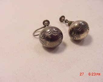 Vintage Sterling Silver Etched Ball Screw On Earrings  16 - 887