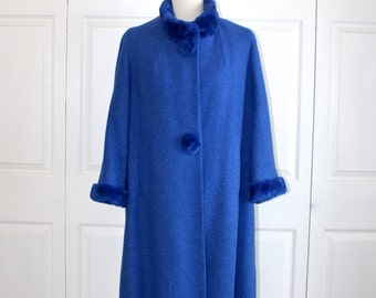 1950s Royal Blue Wool Swing Coat . Vintage 40s 50s Sheared Beaver Collar Buttons & Cuffs . Gorgeous Excellent Condition . Size Large