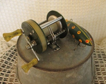 Vintage Shakespeare Fishing Reel - Light Wondereel No. 1921 - Country Cottage Rustic Decor - Fishing Collectible