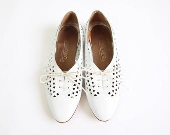 VINTAGE White Oxford Shoes Leather Cutout Womens Size 6