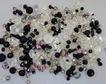 100s of Vintage Clear & Black Glass Beads from Broken Necklaces Mixed Lot    NEM13