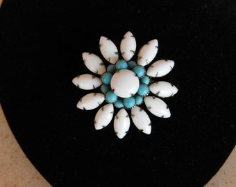Very Cool Pin  White Glass w Turquoise Color Beads - Fabulous Setting - Prongs Galore Make a Great Look