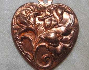 Vintage Heart Pendant, 1980s Art Nouveau Style Drop, Ornate Lily Flower Design, Floral Stamped Brass Jewelry Finding, 45x38mm, 1 pc.