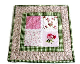 Quilted Table Topper, Mini Quilt, Quilted Table Mat, Mug Rug, Mug Mat, Roses, Flowers, Daisies, Cottage Chic, Pink and Green