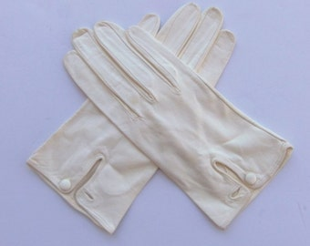 Vintage 60's Women's Leather Gloves in Off White or Cream Top Vent with Button Size 7 / 7.5