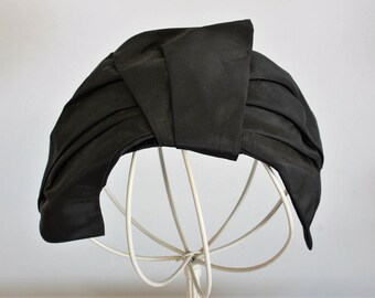 Vintage 1940s Black Curvette Fascinator Hat / Taffeta Topper Fascinator Millinery / Velvet Trim