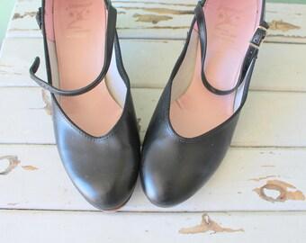Vintage TAP SHOES...size 8 womens....capezio. black leather. dancing. tap dance. 1980s. shoes. dancer. dance. tap shoes. sock hop.