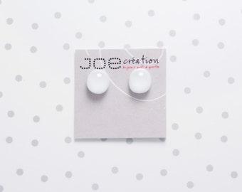 Boucles d'oreilles rondes en verre fusionné et acier inoxydable blanches