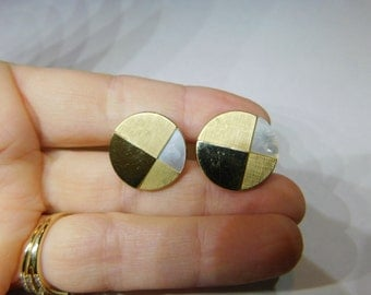 Vintage Men's Mother of Pearl and Gold Tone Geometric Shaped  1960's Cuff Links